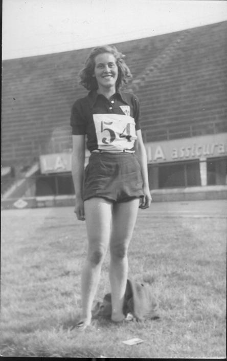 Margherita Hack, Italia 1922 - 2013, astrofisica e divulgatrice scientifica. Ha lavorato presso numerosi osservatori americani ed europei ed è stata per lungo tempo membro dei gruppi di lavoro dell'ESA e della NASA. Fu campionessa di salto in alto e in lungo in campionati universitari.
