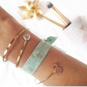 FUNYBUNNIES Be like a pineapple: Stand tall, wear a crown,and be sweet on the inside. by sweet @mysparklingjournal ❤️ #funnybunnies #hairties #armcandy #armparty #haargummi #armband #supersoft #accessoires #details #fashionista #beauty #cute #smile #vegan #morethanahairtie #ananas #pineapple #joinus #followme