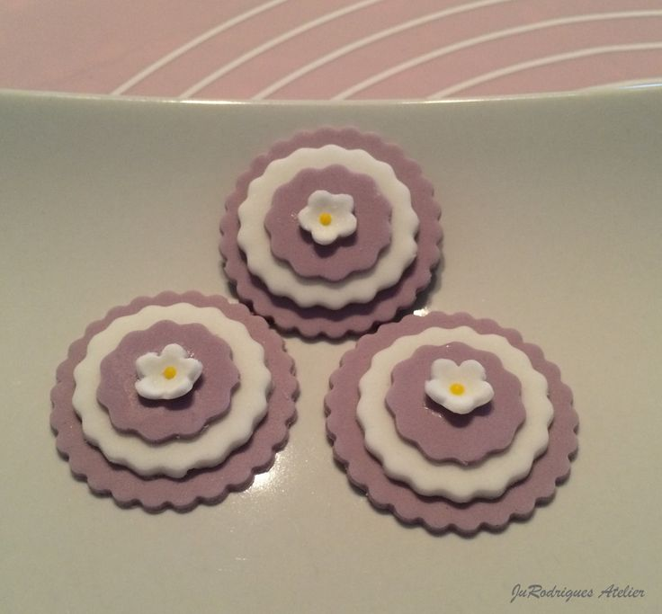 Classic 3-layers Cake Decoration / Recorted Circle Cupcake Topper with small Flower by JuRodriguesAtelier on Etsy