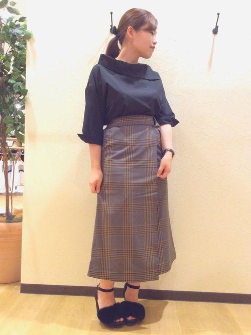 とっても久しぶりな投稿。 出勤コーデをペタリ。 この巻きスカートお気に入り。