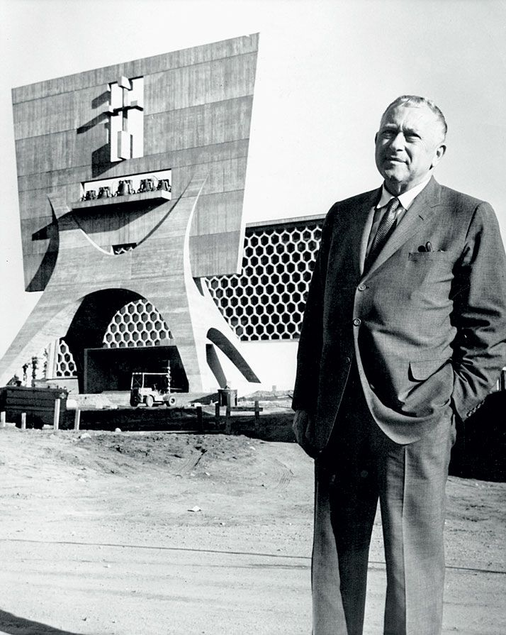 Marcel Breuer at St John Abbey and the university complex, Collegeville, Minnesota (1954-1968, with Hamilton P. Smith). © Minneapolis Star and Tribune Co. - Marcel Breuer Papers, Archives of American Art, Washington, D.C. / http://www.yatzer.com/Marcel-Breuer-design-architecture