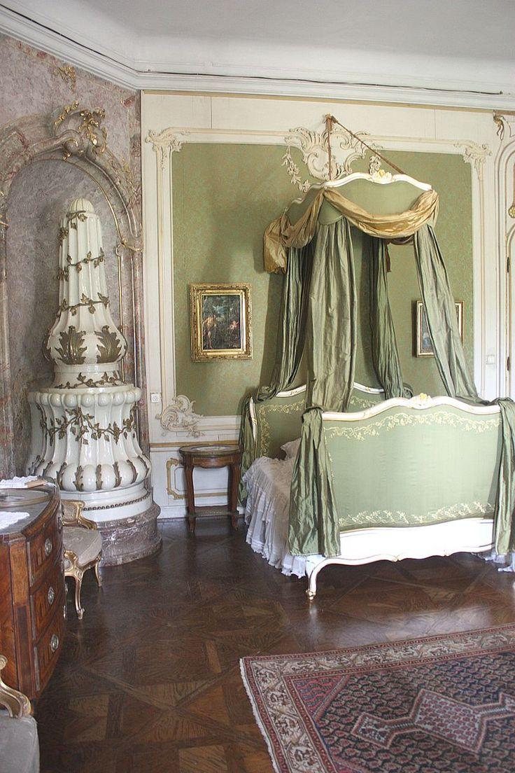 Esterházy Palace, Fertőd, Hungary: bedroom of the princess-2.JPG