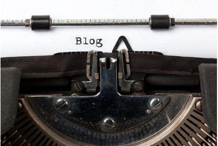 """[BLOG] """"Rédiger un Blog et Ecrire pour le Web : Comment Démarrer""""  La plupart des entrepreneurs e-commerce à qui je parle régulièrement comprennent qu'un blog actif et de qualité est maintenant indispensable pour attirer un trafic organique, éduquer ses clients et pour irriguer sa présence sur les réseaux sociaux.  http://www.clicboutic.com/blog/2014/01/21/ecrire-blog-entreprise-ecommerce/"""