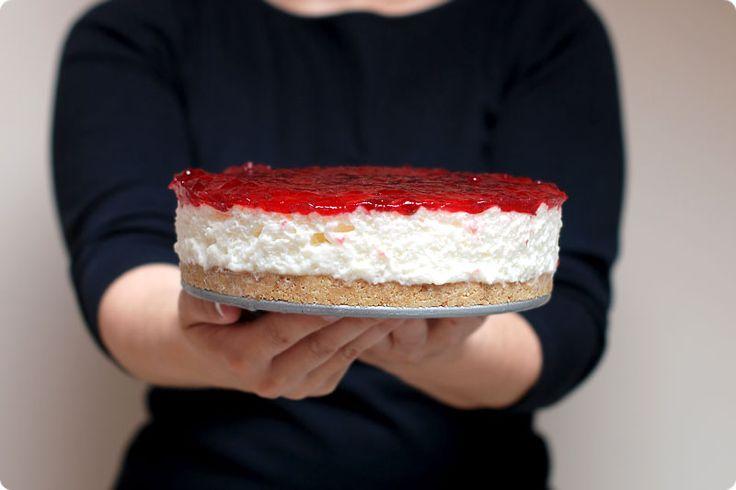Receta de una exquisita tarta mousse de queso con ingredientes básicos. Absolutamente recomendable y con Thermomix.