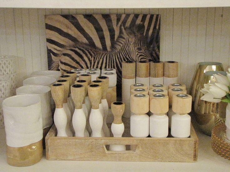 Zebra afbeelding op de achtergrond met kandelaars   VIA CANNELLA WOONWINKEL   CUIJK