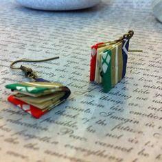 Boucles d'oreilles origami livres reliés rayés rouge vert, doré (grimoire)