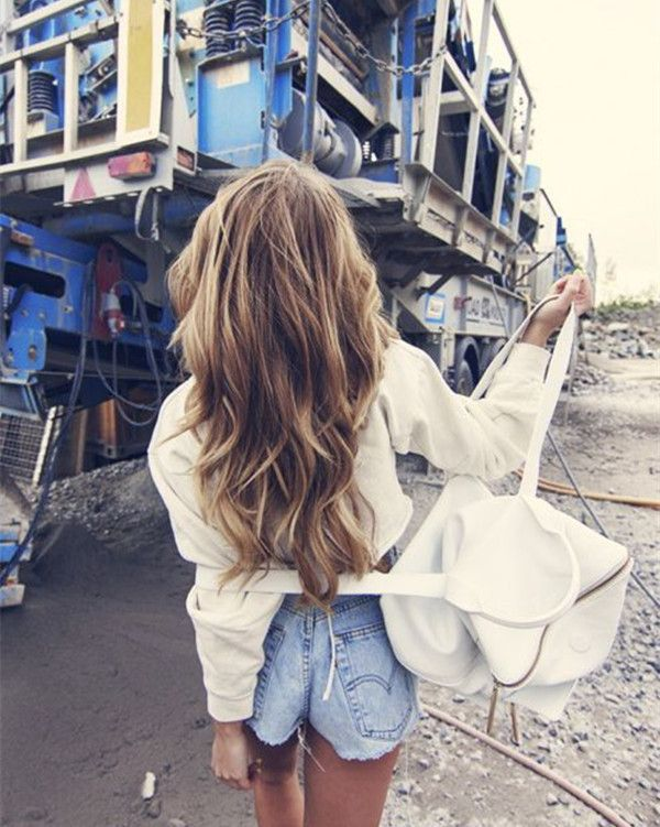 Brown to blonde ombre & balayage hairstyle with bright highlight, nice summer waves