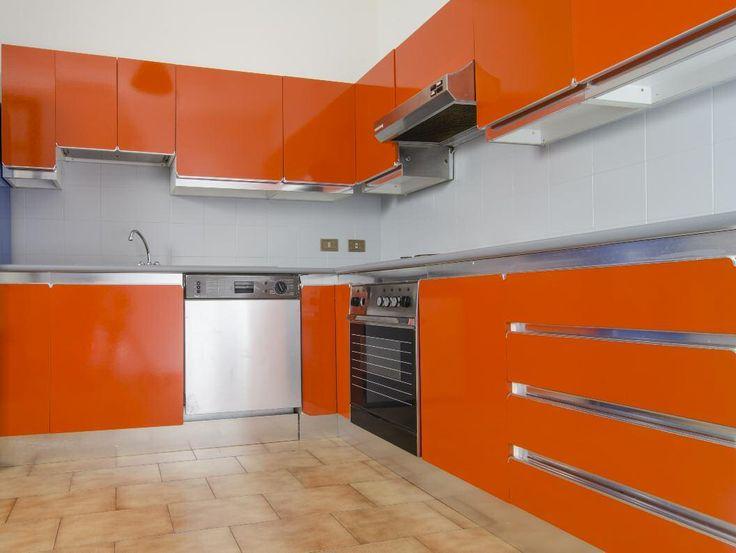 Rinnovare i mobili della cucina, verniciare il laminato