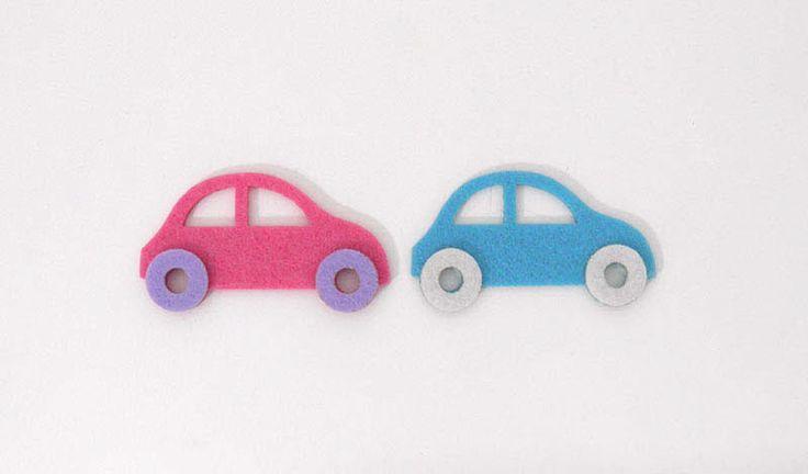 Αυτοκινητάκι  από τσόχα σε δύο χρώματα για να δημιουργήσετε μπομπονιέρες βάπτισης ή οτιδήποτε έχετε φανταστεί.