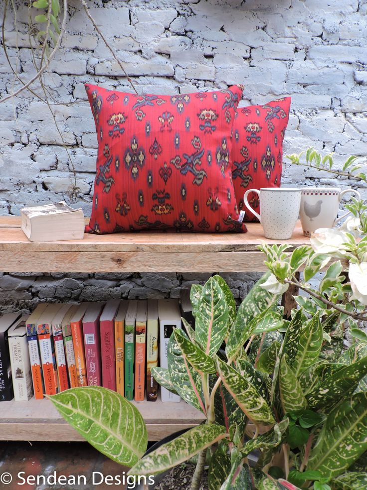 An ethnic cushion, with bright red color. It is made of best quality local cotton, called Primissima. Like our facebook fanpage Sendean Designs or follow us at instagram @sendeandesigns. (Product code: RAM1)