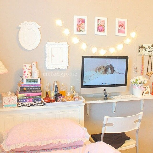 "Use a shelf instead of a desk...less space to pile ""stuff"" and could hang a…                                                                                                                                                                                 Mais"
