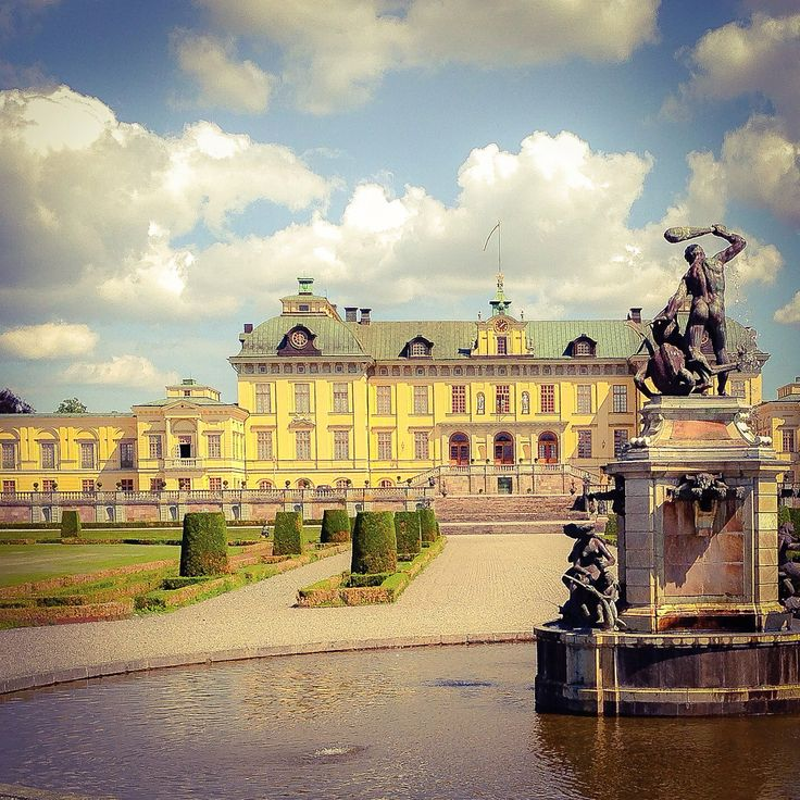 Drottningholm Palace. Residence of the king and queen. #stockholm #royal #travel #tips #sightseeing #tourist #sweden