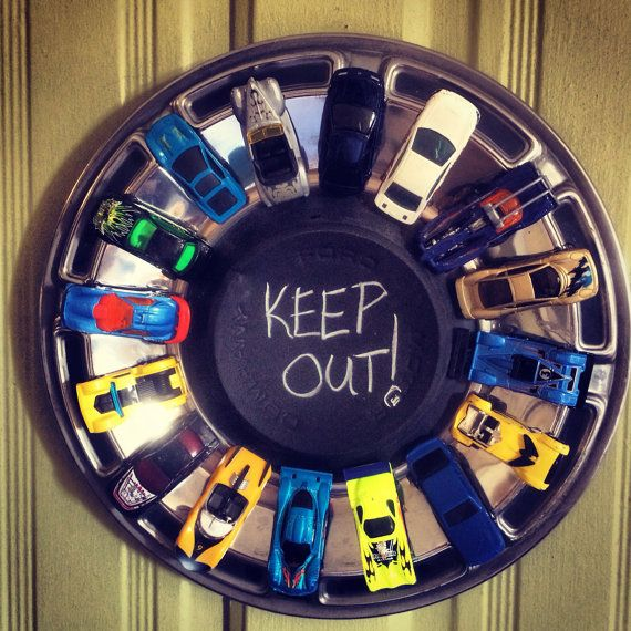 61 best images about hub cap craft ideas on pinterest chevy garage man caves and clock - Idee deco huisbar ...