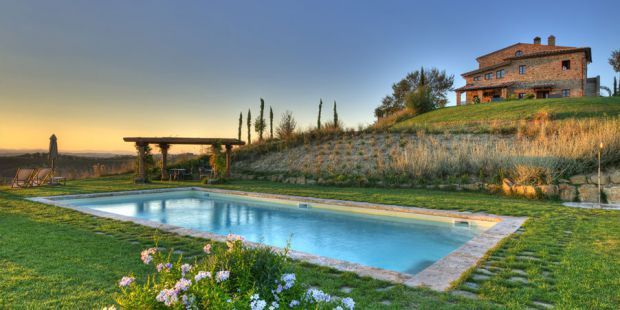 Agriturismo Podere Cunina in Buonconvento near Siena (Tuscany, Italy): a lovely farmhouse with holiday apartments and pool.