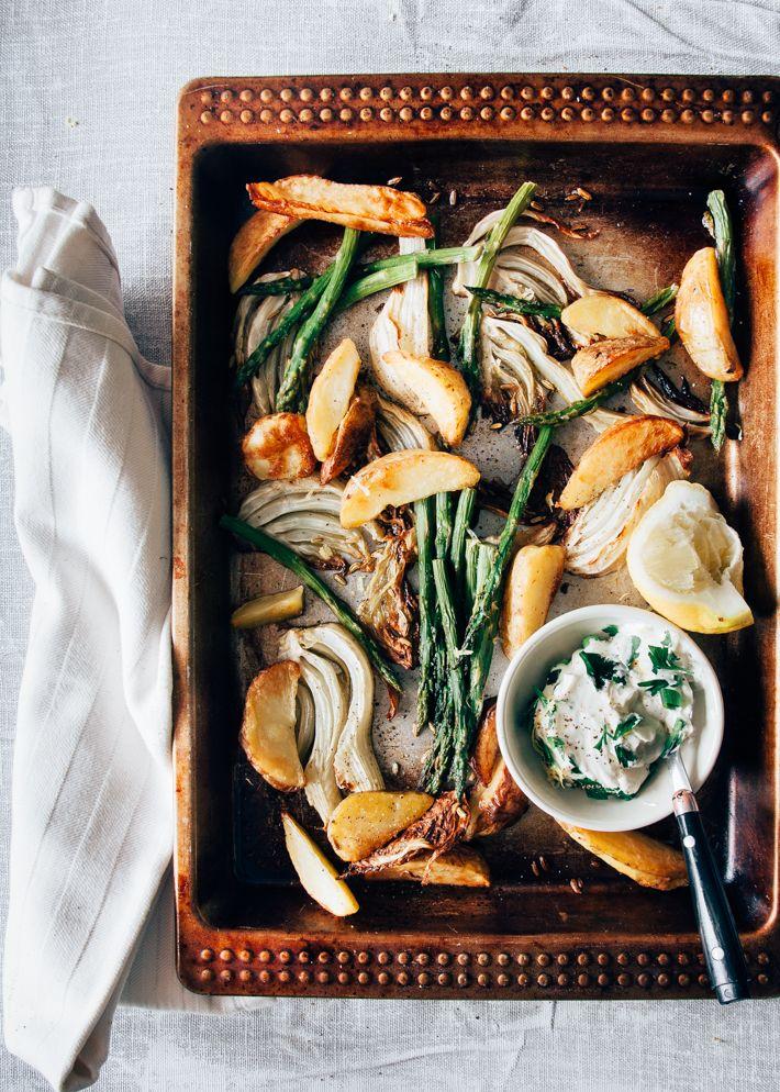Gemakkelijk recept voor asperges en venkel uit de oven. De oven doet al het werk. Lekker met venkelzaad en een zelfgemaakte kruidencrème