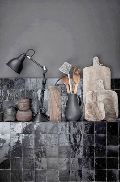 Schwarze Küche - leuchtend-grau.de