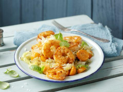 Eiweißreich und mit niedrigem Glykämischen Index: Unser Rezept für Curry-Garnelen mit Spitzkohl ist ideal für eine bewusste Ernährung mit der Glyx-Diät geeignet.