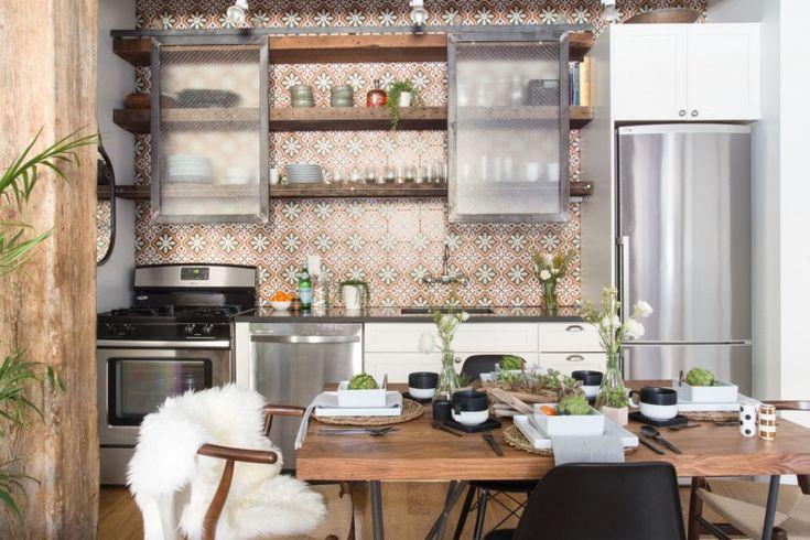 Wzorzysta ściana w oryginalnej kuchni w lofcie - Lovingit.pl