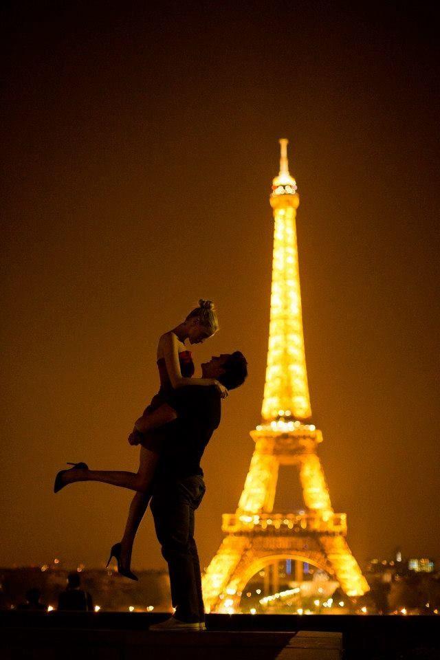 Paris engagement shoot by Janelle Elyse photography