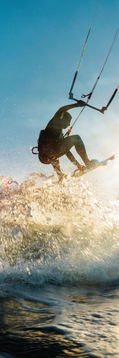 Ute etter en gave til det sporty paret? Wakeboard for to er en blanding av surfing og snowboard! En gave som kan tilpasses etter eget ferdighetsnivå. Gaven med adrenalinkick!
