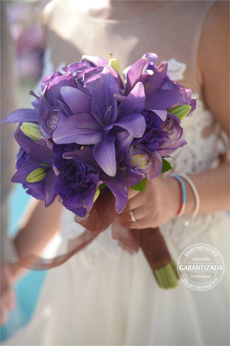 Hermoso arreglo color lila  #LMBridalbouquet #ramodenovias #flores #arreglofloral
