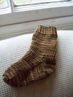 Tonya's Knitting Knotes: Free Basic Toddler Sock Knitting Pattern