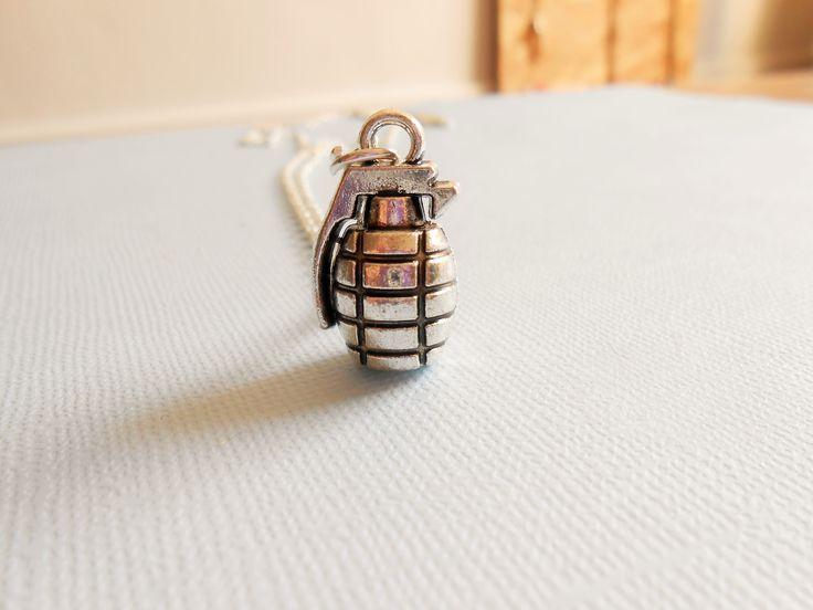collier bombe - collier grenade - collier armée/ army - collier militaire - collier bombe argenté : Collier par esthete-bijoux