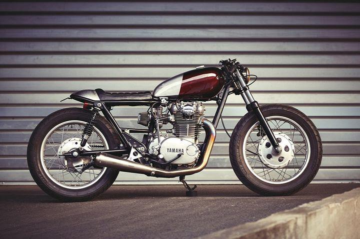 Yamaha XS650 Cafe Racer - Clutch Custom Motorcycles. Su motor potenciado y el diseño industrial, hacen de esta Cafe Racer, una XS650 simple y elegante.