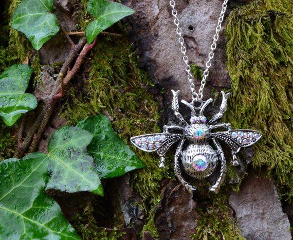 Kristal bee ketting hommel + Swarovski steentjes, strega gotische elf witchy ketting, Queen Bee insecten hanger sieraden, donkere mori meisje