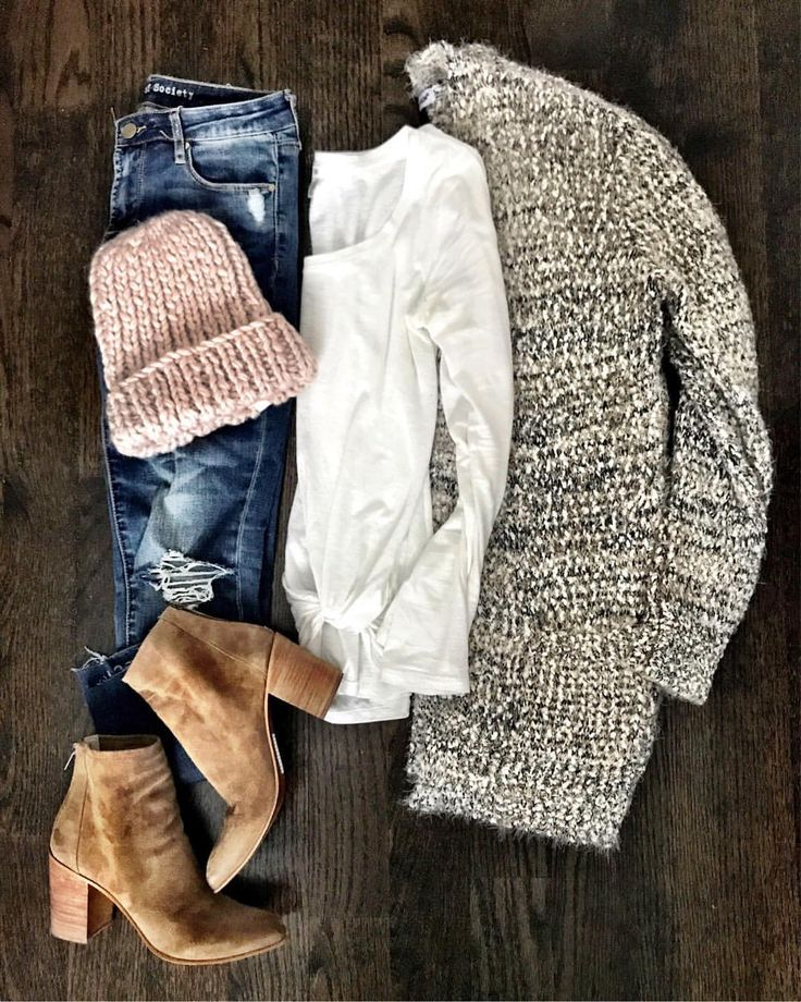 "1,017 Likes, 16 Comments - Jenn (@mrscasual) on Instagram: ""I need all the soft fuzzy cardigans and chunky beanies  I'm also linking the best nude bra I keep…"""