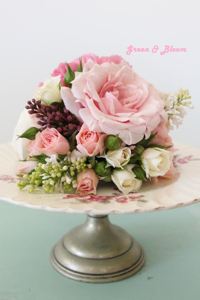 Pin By Lauren Stofko On Wedding Flower Arrangements Flower Cake Toppers Wedding Cake Fresh Flowers