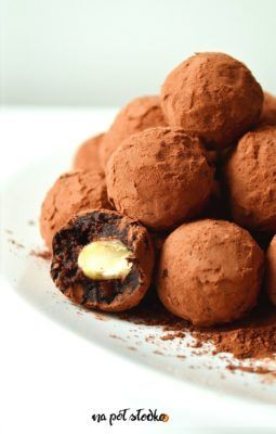 Takie szybkie słodkości to ja lubię, a do tego zdrowo-słodkie bo bez dodatku cukru, tylko słodzone daktylami. Mam nadzieję, że Ty również je polubisz. Składniki do przygotowania trufli kupisz w większości sklepów. W wersji wegańskiej przygotuj je z użyciem oleju kokosowego. Jeżeli nie unikasz tłuszczy zwierzęcych użyj masła klarowanego/ghee. Czyż nie prezentują się wybornie? Idealne … Czytaj dalej Trufle z migdałami słodzone daktylami →