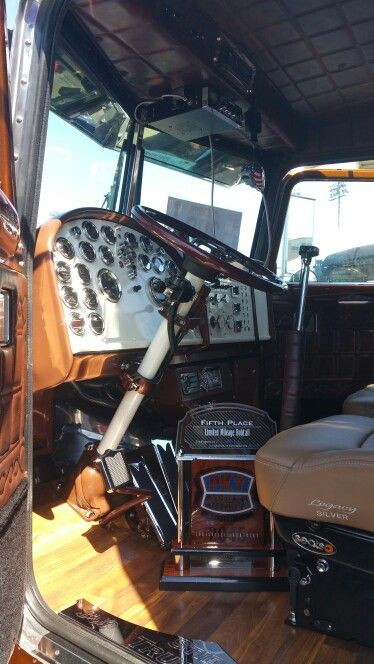 192 best images about on the inside on pinterest upholstery semi trucks and peterbilt 379. Black Bedroom Furniture Sets. Home Design Ideas