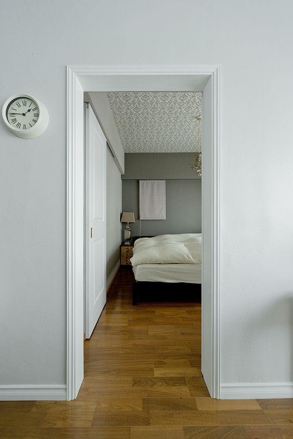 ベッドルームは壁や天井のアクセントクロスで落ち着いた空間に 開口部