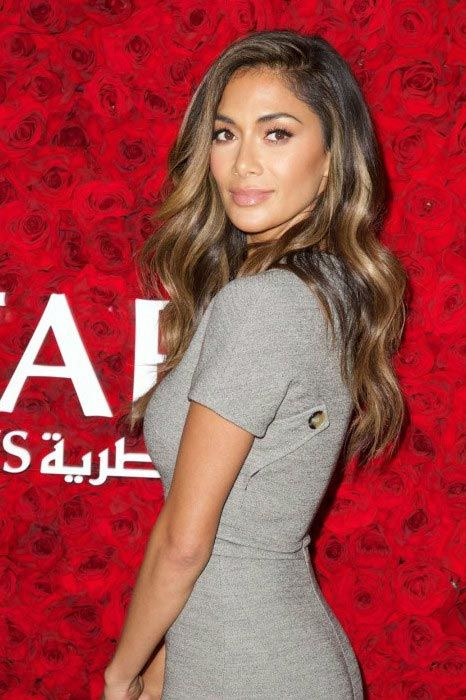 Nicole Scherzinger looked stunning as she flaunted her gorgeous figure in body hugging grey dress, while walking the red carpet at the Qatar Airways Los Angeles Gala held at the Dolby Theatre in Hollywood, California. The event, which was held to celebrate the commencement of daily, non-stop service between Los Angeles International Airport and Hamad International Airport in Doha, was held on January 12, 2016....