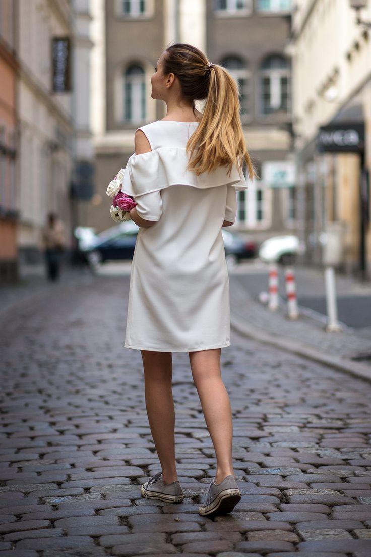 Sukienka z falbankami biała Cranberry