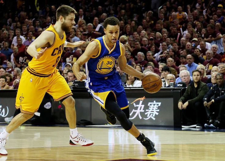 Andre Iguodala, Warriors bounce back to even series with Cavs 2-2 Steph Curry  #StephCurry