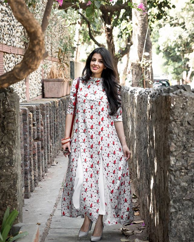 This @thejodilife double slit kurta makes for such a refreshing summer pick.   @rahoolsingh #summerpick #summerdressing #happygirlsaretheprettiest #handblockprinting #madeinindia . . . #ootd #ootn #outfitoftheday #wiw #whatiwore #instastyle #todayimwearin