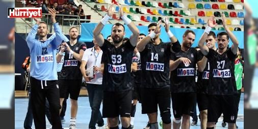 Beşiktaş Mogaz namağlup lider bitirdi : Erkekler Hentbol Süper Ligin 13. haftasında Beşiktaş Mogaz deplasmanda Maliye Piyangoyu 36-21 yendi. Siyah beyazlı takım bu galibiyetle sezonun ilk yarısını namağlup zirvede tamamladı.  http://www.haberdex.com/spor/Besiktas-Mogaz-namaglup-lider-bitirdi/139493?kaynak=feed #Spor   #Beşiktaş #namağlup #Mogaz #takım #beyazlı