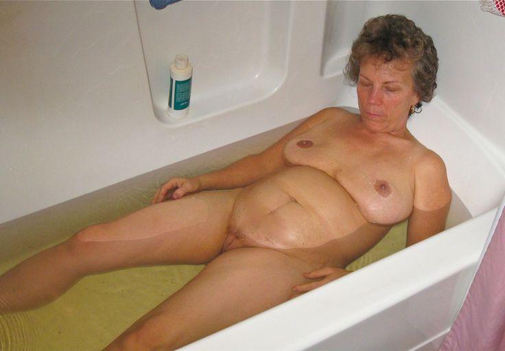 Bathtub nudist pics