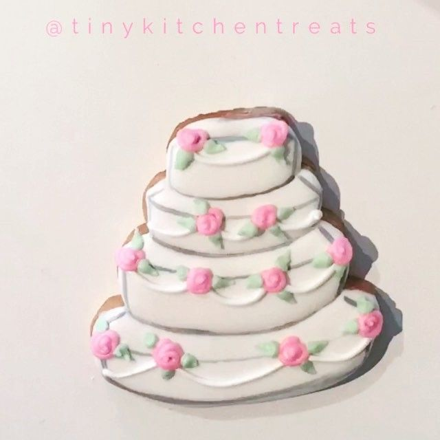 Wedding cake designed by THE ONE AND ONLY @xobetseyjohnson. Can't wait to show you guys the rest of her designs   #TKThowto #tinykitchentreats #whippingupbrightideas #DIYvideos #tutorial by tinykitchentreats