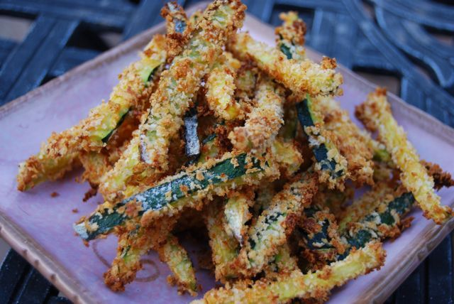 Baked crispy Parmesan zucchini fries