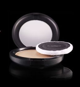 http://www.maccosmetics.dk/product/shaded/159/301/Products/Ansigt/Pudder/Blot-PowderPressed/index.tmpl  Pressed Puder fra Mac - 205kr. medium