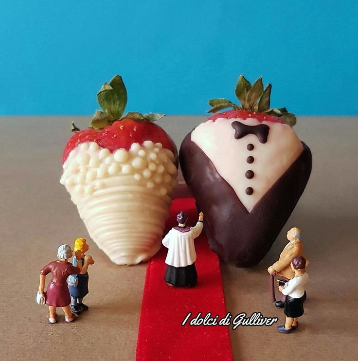 Matteo Stucchi is a pastry chef from Monza, Italy, who builds playful tasty-looking worlds using only desserts and and fills them with little figurines.