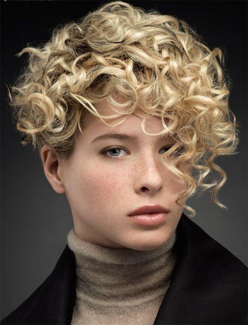 Taglio corto asimmetrico con capelli ricci estate 2014