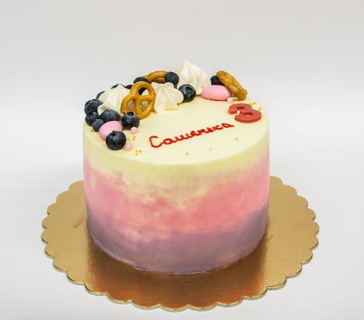 Zdravím dnes mám pro vás dort pro děti. Snažím se tento barevný přechod. Já jsem byla s tým spokojená.  Доброго дня. А у меня сегодня детский тортик. Попробовала такой цветовой переход. Довольна.  #cake #dort #krem #dortypodebrady #narozeniny #happybirthday #narozeninovydort #jahody #dortpoděbrady #instafood #instasweet #dortprodĕti #sweetcakes #czech #czechrepublic #poděbrady #praha  #тортывпраге