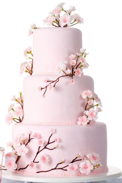 Delicadas flores de cerezo para decorar una tarta... ¡qué bonita idea! #tartas #boda