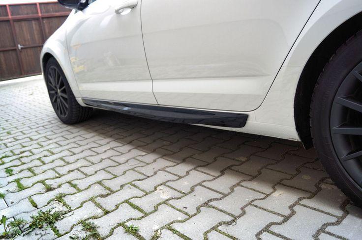 Škoda Octavia III - plastové boční prahy RS+ v provedení GLOSSY BLACK