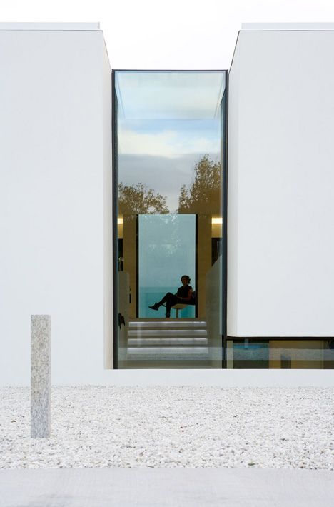 Glass wall seperating two volumes. The B25 house by PK Arkitektar.