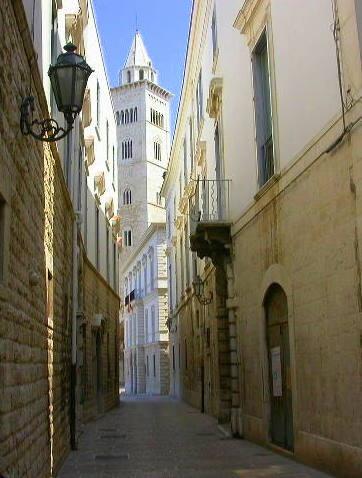 Trani, scorcio del campanile della Cattedrale - Apulia, Italy